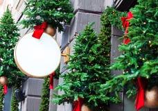 O Natal decorou o modelo vazio do signage fotografia de stock