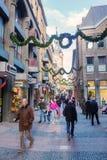 O Natal decorou a rua da compra em Aix-la-Chapelle, Alemanha Fotos de Stock Royalty Free