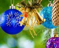 O Natal do ½ do ¿ de Manyï decorou bolas no fundo borrado Fotos de Stock Royalty Free