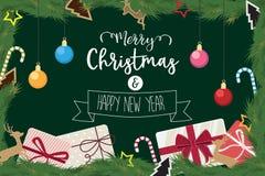 O Natal e o ano novo feliz decoraram o presente da bola do pinho Imagens de Stock Royalty Free