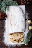 O Natal stollen o bolo com açúcar de crosta de gelo Pastelaria tradicional de Dresdner christ Vista superior fotografia de stock