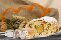 O Natal tradicional stollen a sobremesa festiva alemão Imagens de Stock