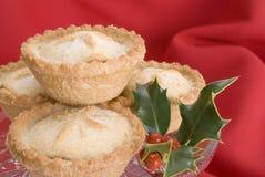 O Natal tritura tortas com azevinho Foto de Stock Royalty Free