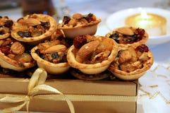 O Natal tritura tortas em uma caixa de presente Fotos de Stock Royalty Free