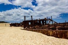 O naufr?gio de Maheno na praia Fraser Island de 75 milhas, Fraser Coast, Queensland, Austr?lia imagens de stock royalty free