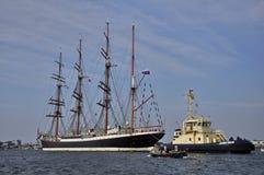 O navio alto de Sedov no rio de Ij Fotografia de Stock