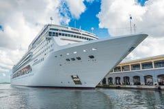 O navio de cruzeiros do CAM Opera entrou no porto de Havana Imagem de Stock