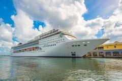 O navio de cruzeiros do CAM Opera entrou no porto de Havana Fotos de Stock Royalty Free