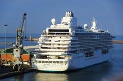O navio de cruzeiros no porto de Livorno Foto de Stock Royalty Free
