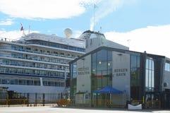 O navio de cruzeiros de Viking Sun Bergen no porto de Bergen foto de stock