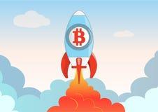 O navio de espaço do bitcoin dos desenhos animados sobe no céu e nas nuvens Fotos de Stock Royalty Free