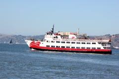 O navio de passageiro do Zalophus da frota vermelha e branca, capacidade de 600 passageiros para a vista que veem, dois cobriu pl Foto de Stock