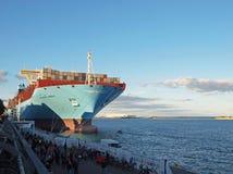 O navio de recipiente o maior do maersk majestoso fotografia de stock