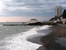 O navio deixado de funcionar na costa Fotos de Stock Royalty Free