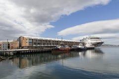 O navio do crise de P e de O entrou em Hobart Harbor foto de stock royalty free