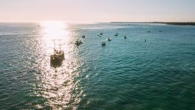O navio em um feixe do sol Os piratas dos 04 do Cararibe imagem de stock