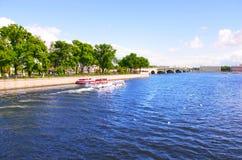 O navio em um rio Foto de Stock