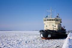 O navio em uma amarração Imagens de Stock