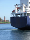 O navio encontra o farol imagem de stock royalty free