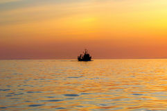 O navio vai ao mar Imagens de Stock Royalty Free