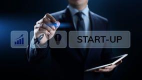 O negócio começa acima o negócio do investimento do risco e o conceito do desenvolvimento fotos de stock