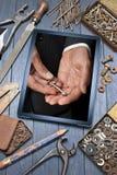 O negócio da tabuleta utiliza ferramentas o sucesso chave Fotografia de Stock Royalty Free