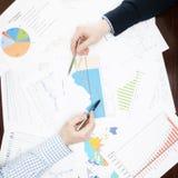 O negócio, finança e todas as coisas relacionaram - 1 a 1 relações Fotografia de Stock