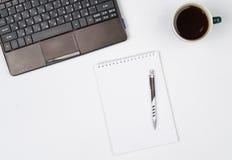 O negócio objeta em um fundo ou em uma mesa branca Imagens de Stock