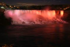 O Niagara Falls na noite Fotografia de Stock Royalty Free