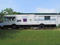"""O ônibus da plataforma do festival de New York NY Giants com para venda assina dentro Brunsvique norte, NJ, EUA Ð """" Fotos de Stock Royalty Free"""