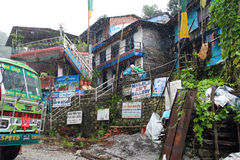 O ônibus de Nepal em um dia chuvoso Fotos de Stock