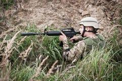 Żołnierz w okopie Zdjęcie Royalty Free