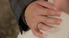 O noivo guarda a cintura do ` s da noiva filme