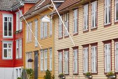 O norueguês tradicional coloriu fachadas das casas do clássico em Bergen Fotos de Stock