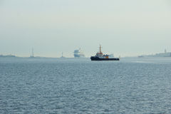 O ` novo de Mein Schiff 6 do ` do navio da bandeira de Tui Cruises faz-lhe primeiramente a chamada ao porto de Kiel fotos de stock royalty free