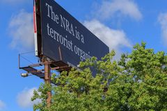O NRA é um terrorista Organization Billboard Fotos de Stock