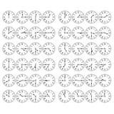 O numeral romano cronometra mostrar cada 15 minutos após a hora Fotografia de Stock Royalty Free
