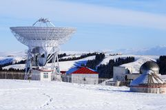 O obervatório astronômico nas profundidades das montanhas tianshan Fotos de Stock Royalty Free