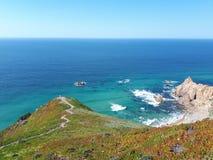O Oceano Atlântico, Portugal, praia de Ursa fotografia de stock