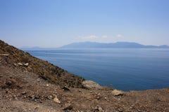 O oceano azul no mar de Dodecanese Imagens de Stock