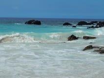 O oceano de turquesa na ilha grande de Havaí Fotos de Stock Royalty Free