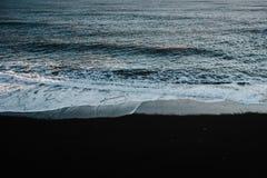 O oceano em Islândia Fotografia de Stock Royalty Free