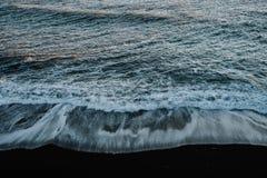 O oceano em Islândia Fotos de Stock Royalty Free