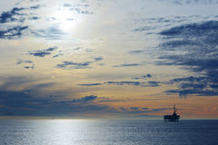 O Oceano Pacífico é durante o por do sol Fotos de Stock Royalty Free