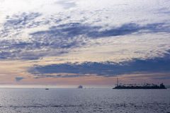 O Oceano Pacífico é durante o por do sol Fotografia de Stock Royalty Free