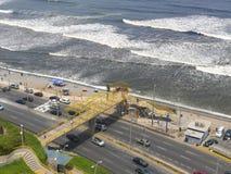 O Oceano Pacífico de uma parte superior do penhasco em Miraflores Foto de Stock Royalty Free