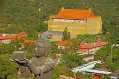 O oferecimento dos seis Devas com Po Lin Monastery Imagem de Stock