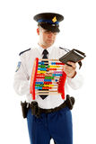 O oficial de polícia holandês caunting quotas dos comprovantes Fotografia de Stock