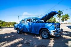 O Oldtimer americano em Cuba estacionou Imagens de Stock Royalty Free