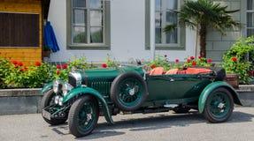 O oldtimer Bentley Speed 6 do vintage estacionou na rua da lucerna Foto de Stock Royalty Free